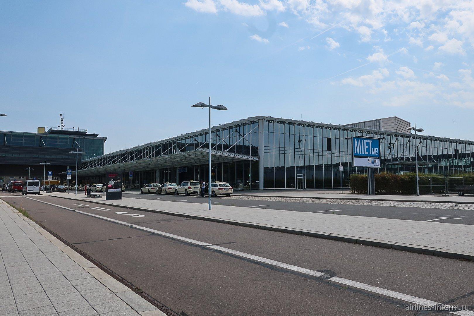 Вид снаружи на терминал B аэропорта Лейпциг-Галле