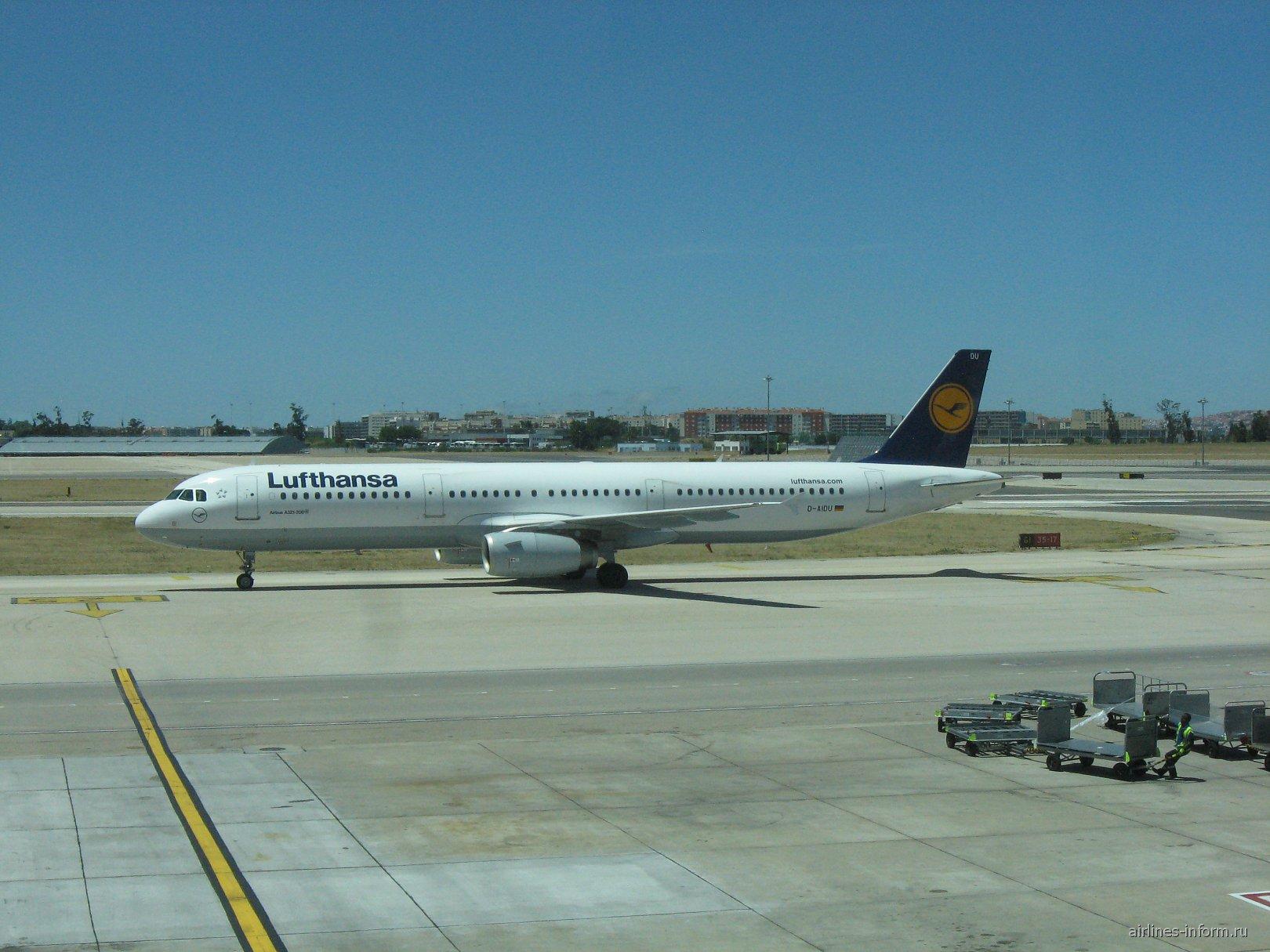 Airbus A321 авиакомпании Lufthansa в аэропорту Лиссабон Портела