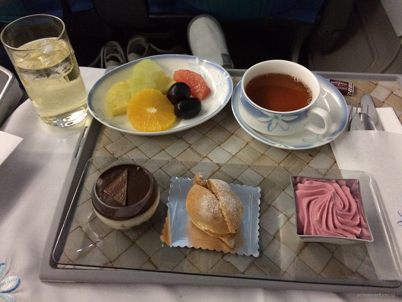 Десерт в бизнес-классе авиакомпании Air Tahiti Nui на рейсе Токио-Папеэте