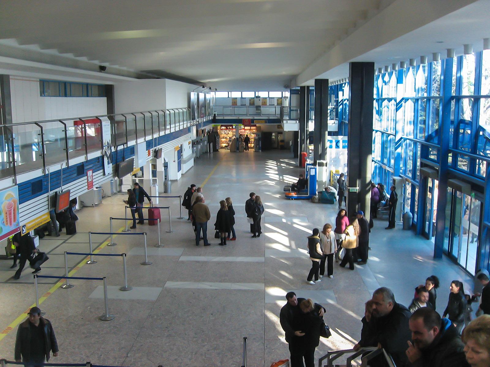 Зал регистрации на рейсы в старом терминале аэропорта Бургас