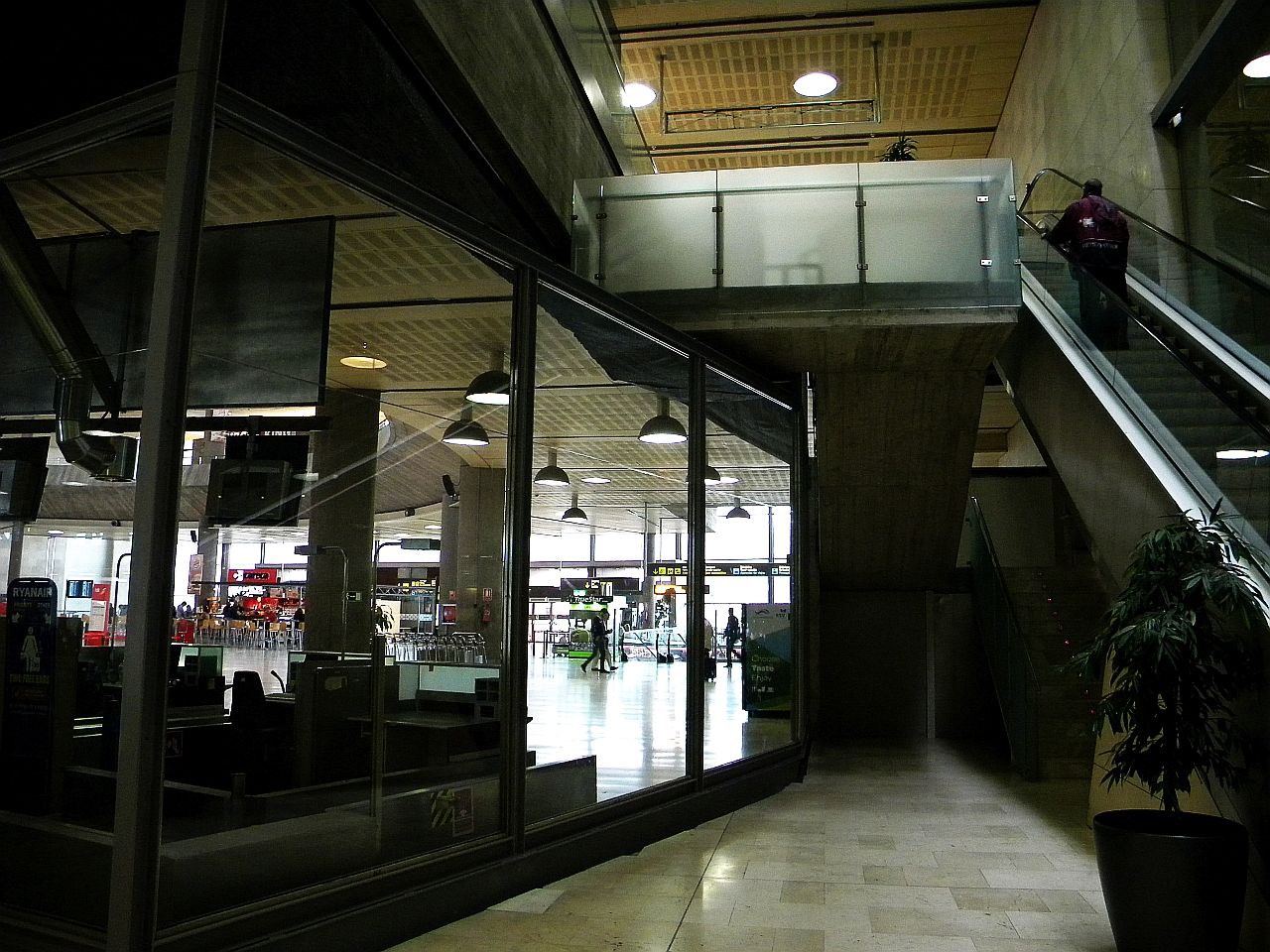 В аэровокзале аэропорта Тенерифе Северный