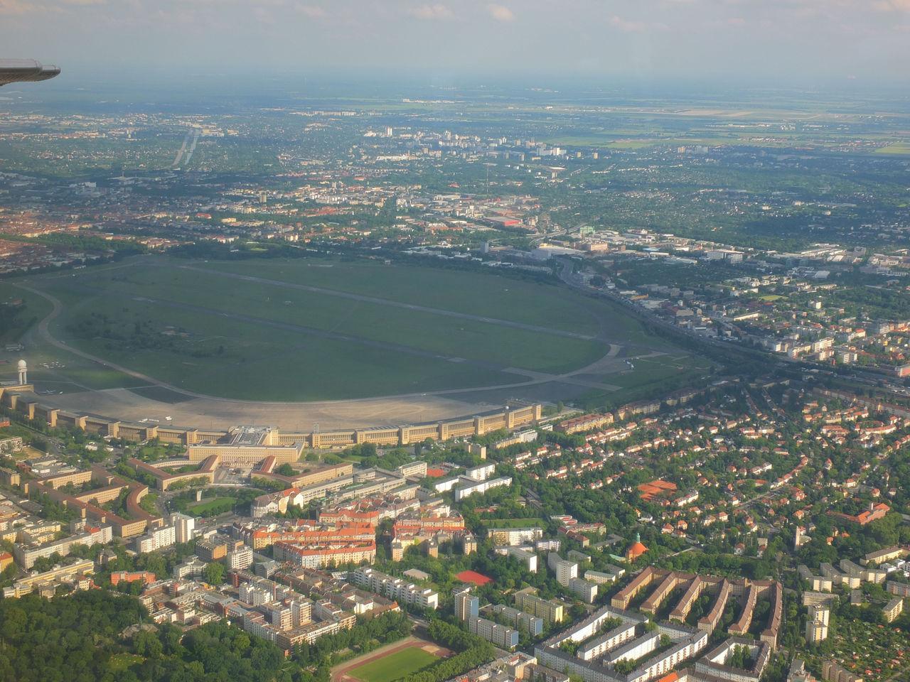 Бывший аэропорт Темпельхоф в Берлине