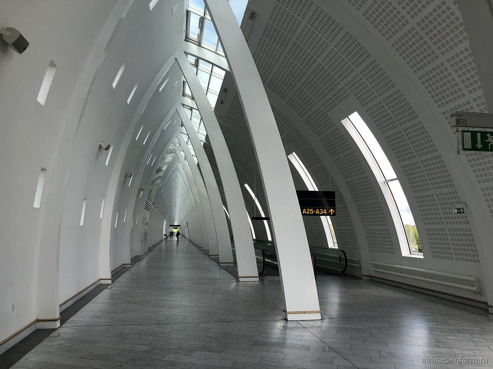 Галерея к гейтам A25-A34 в терминале 2 аэропорта Копенгаген Каструп