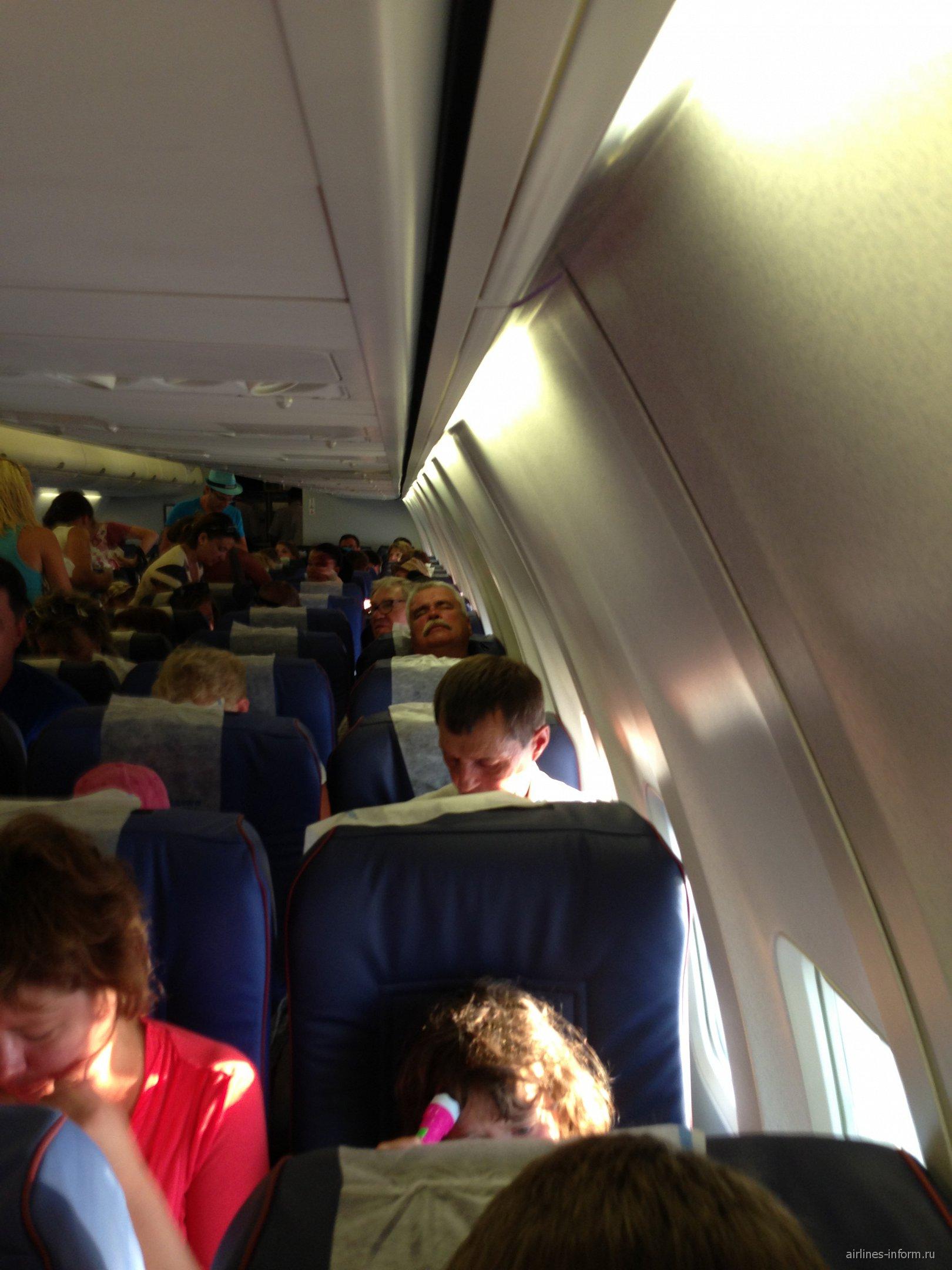В самолете Боинг-737-800 авиакомпании Трансаэро