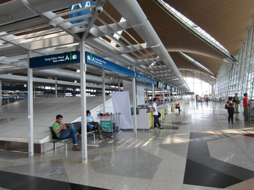 В пассажирском терминале аэропорта Куала-Лумпур