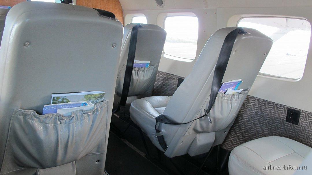 Пассажирские кресла в самолете Cessna Caravan авиакомпании Mokulele