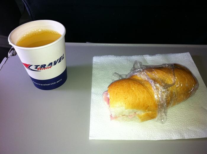 Питание на рейсе Рим-Прага авиакомпании Smart Wings