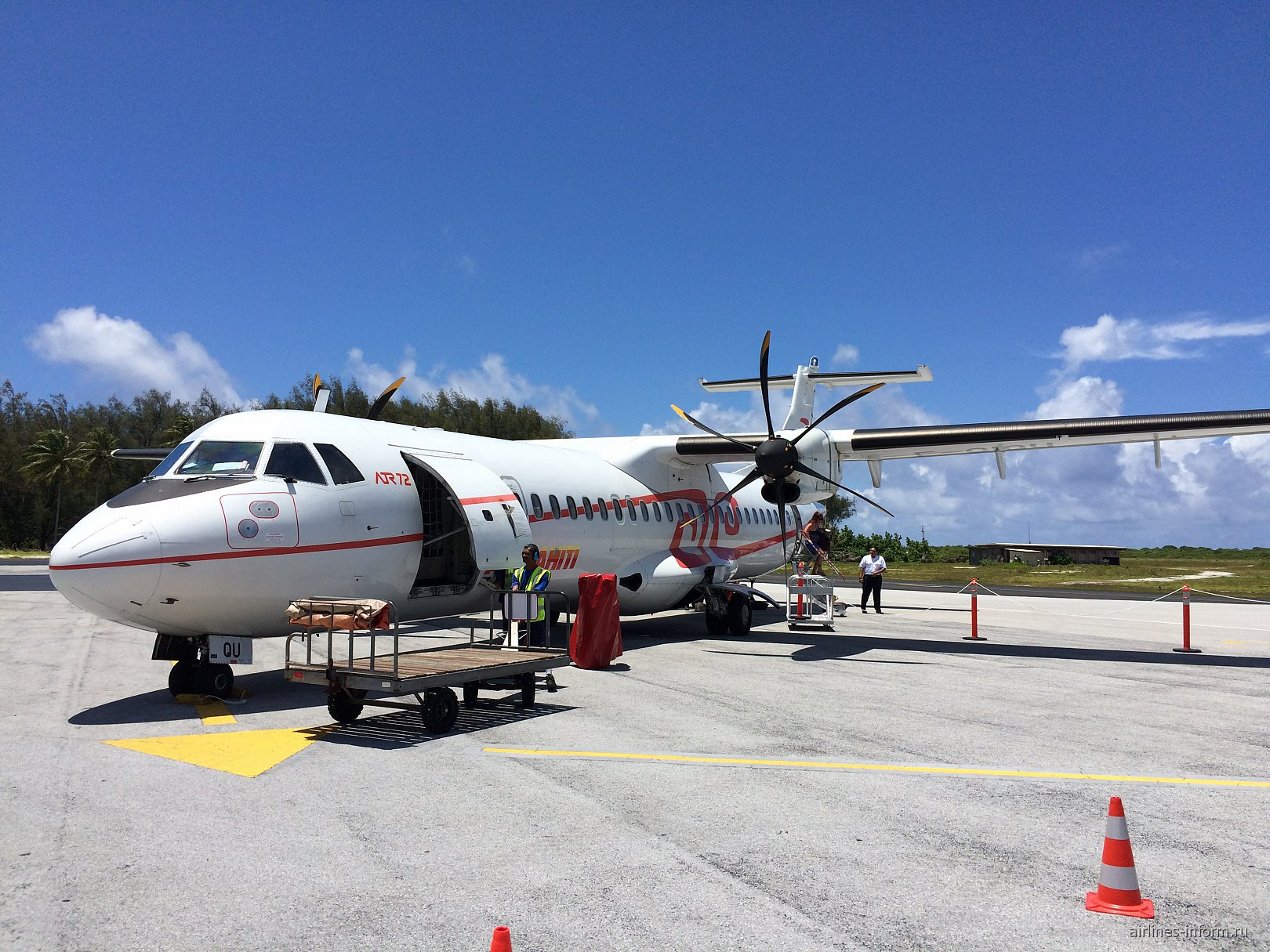 Самолет ATR 72 авиакомпании Air Tahiti в аэропорту Бора-Бора