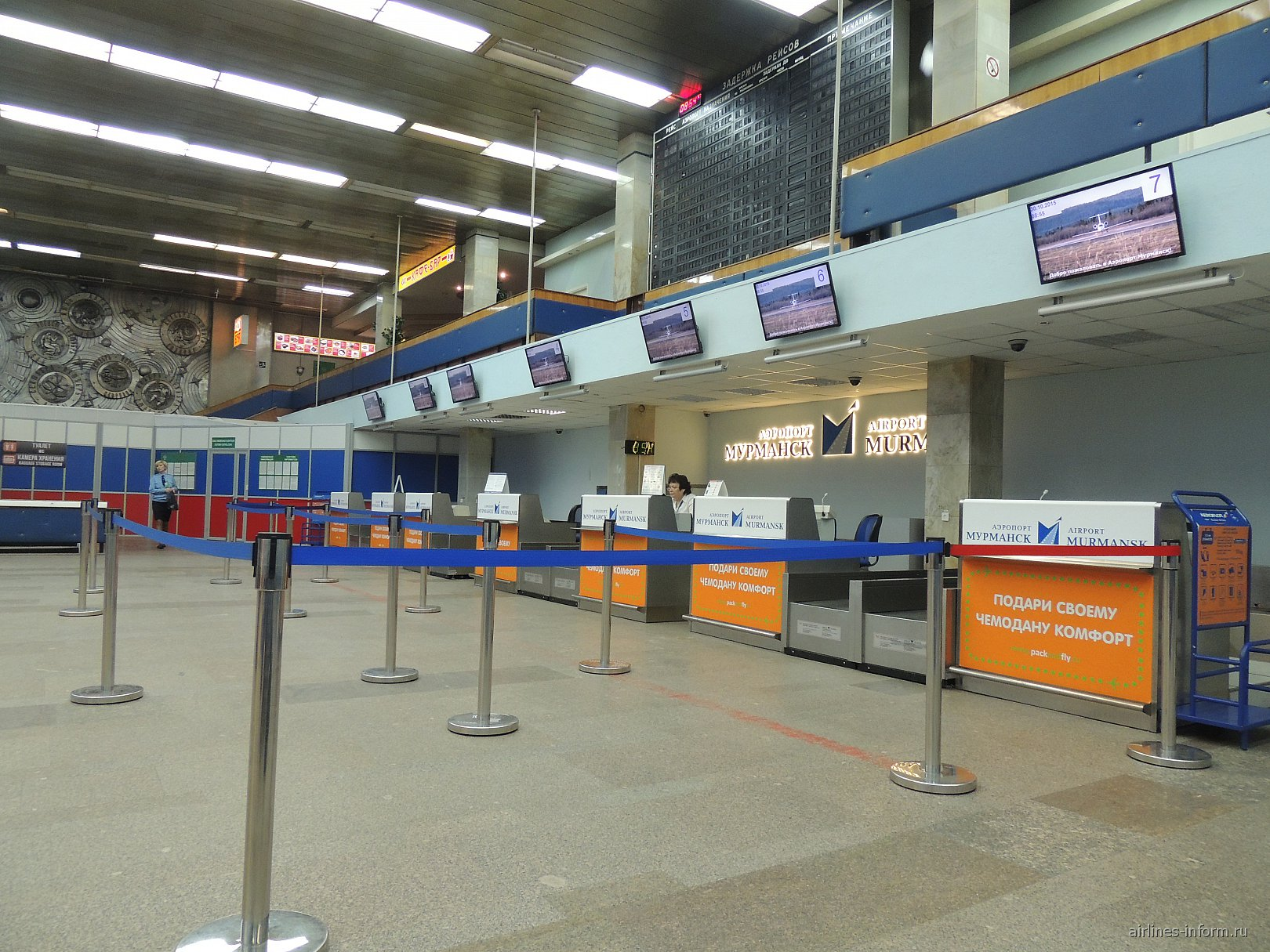 Стойки регистрации в аэропорту Мурманск