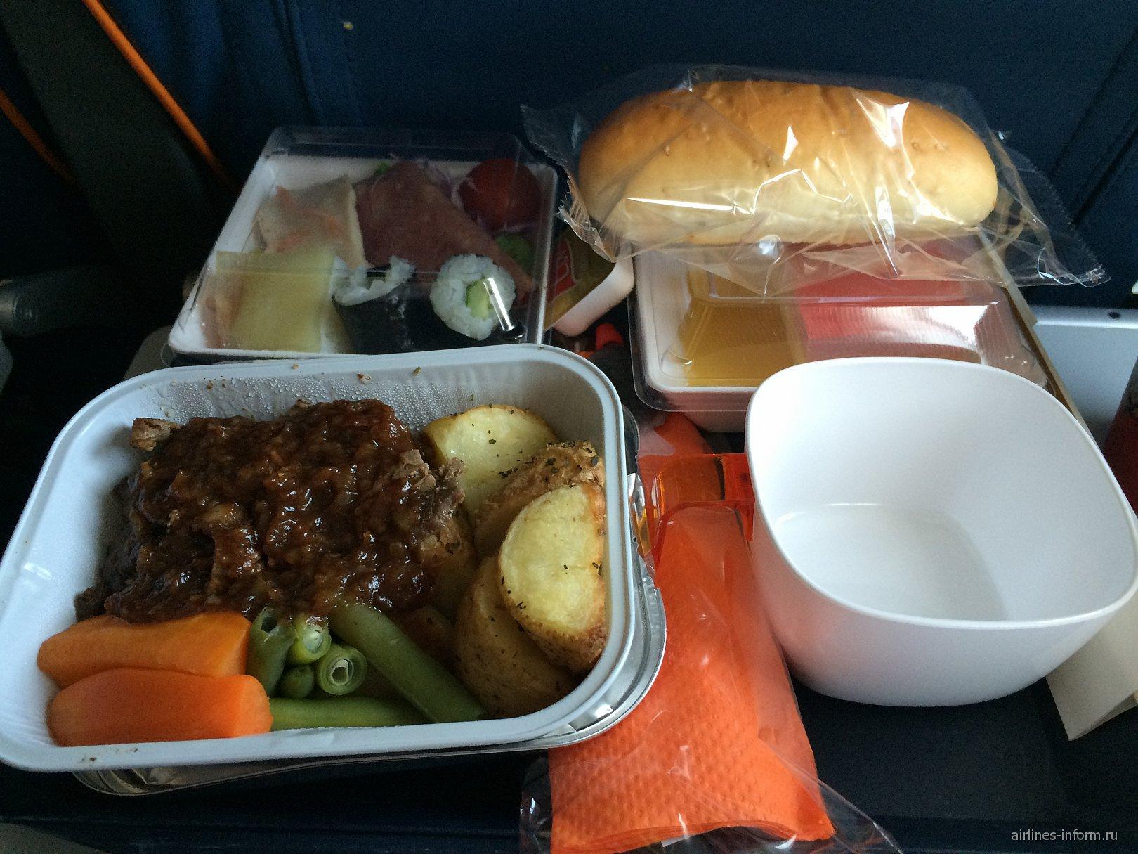 Бортовое питание на рейсе Москва-Токио авиакомпании