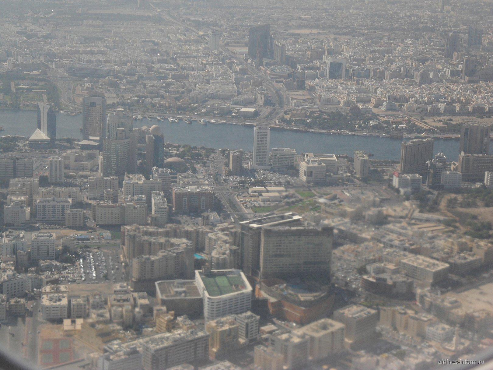 Вид на Дубай из самолета