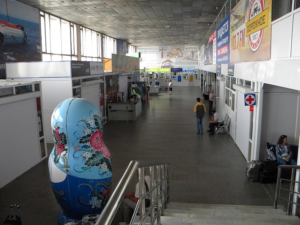 В аэровокзале аэропорта Улан-Удэ Байкал