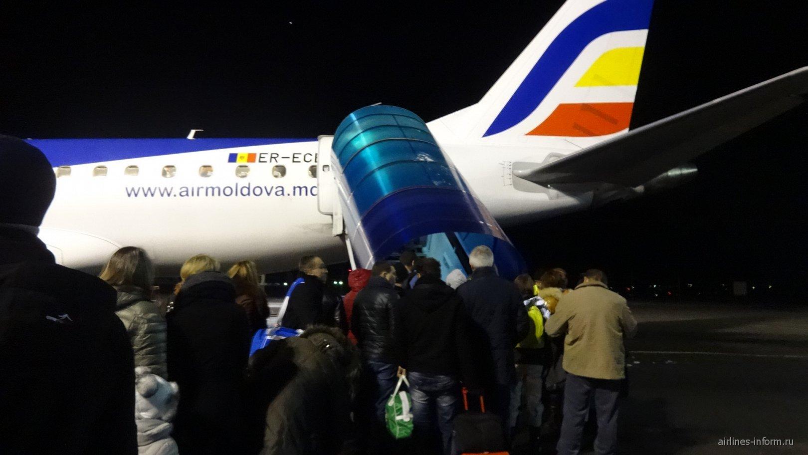 Самолет Embraer 190 авиакомпании Air Moldova