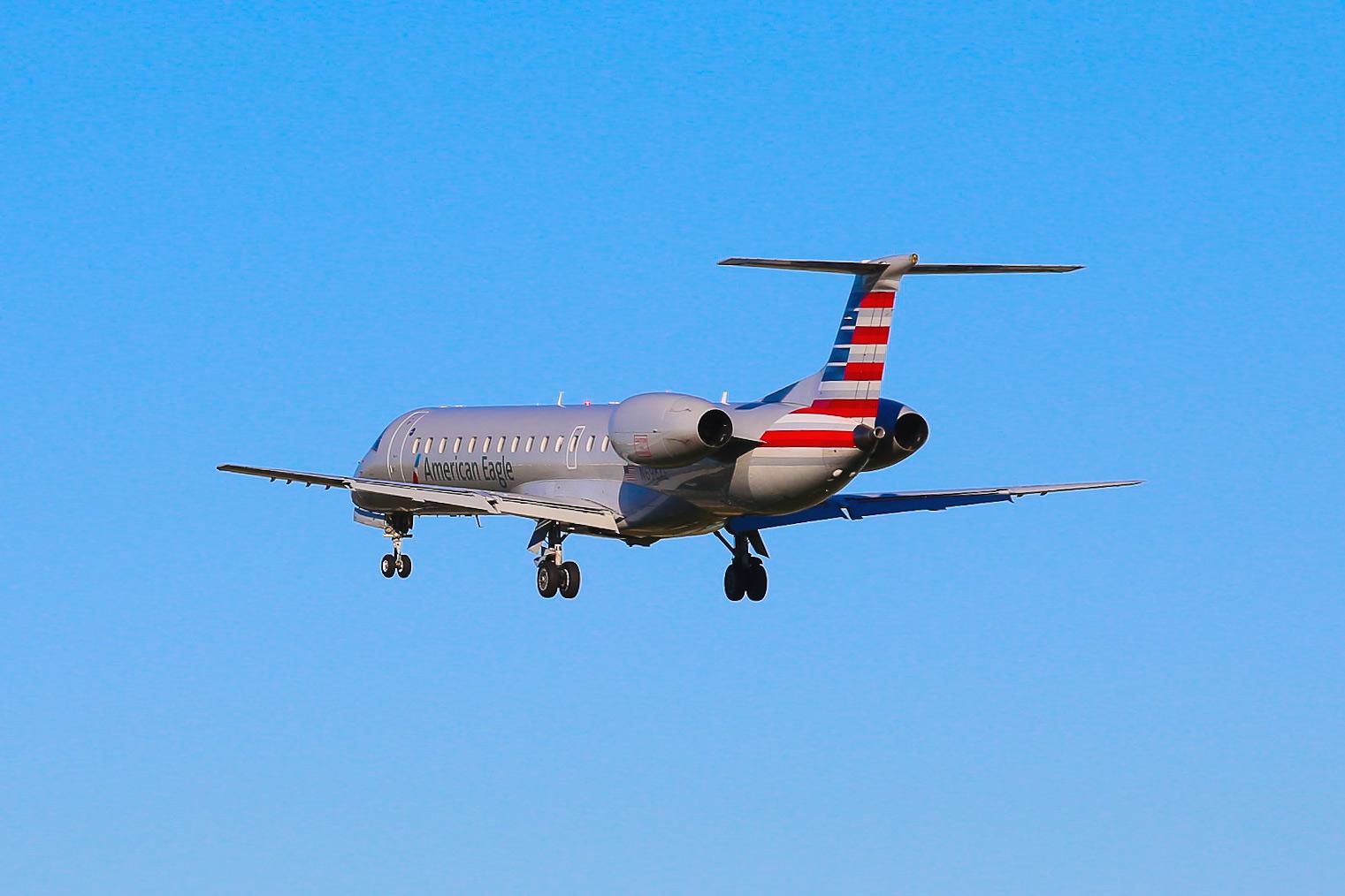 Посадка самолета ERJ-145LR авиакомпании Envoy Air