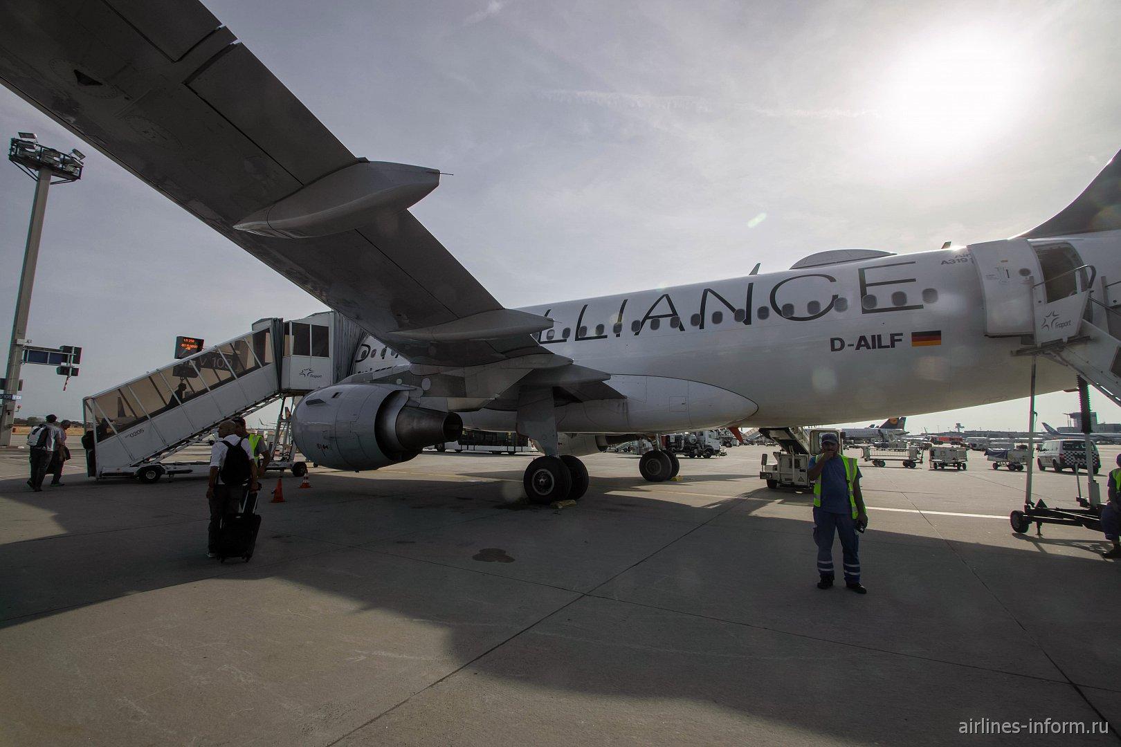Nonstop you. Франкфурт - Милан (Мальпенса) LH256 на A319 Lufthansa в ливрее Star Alliance