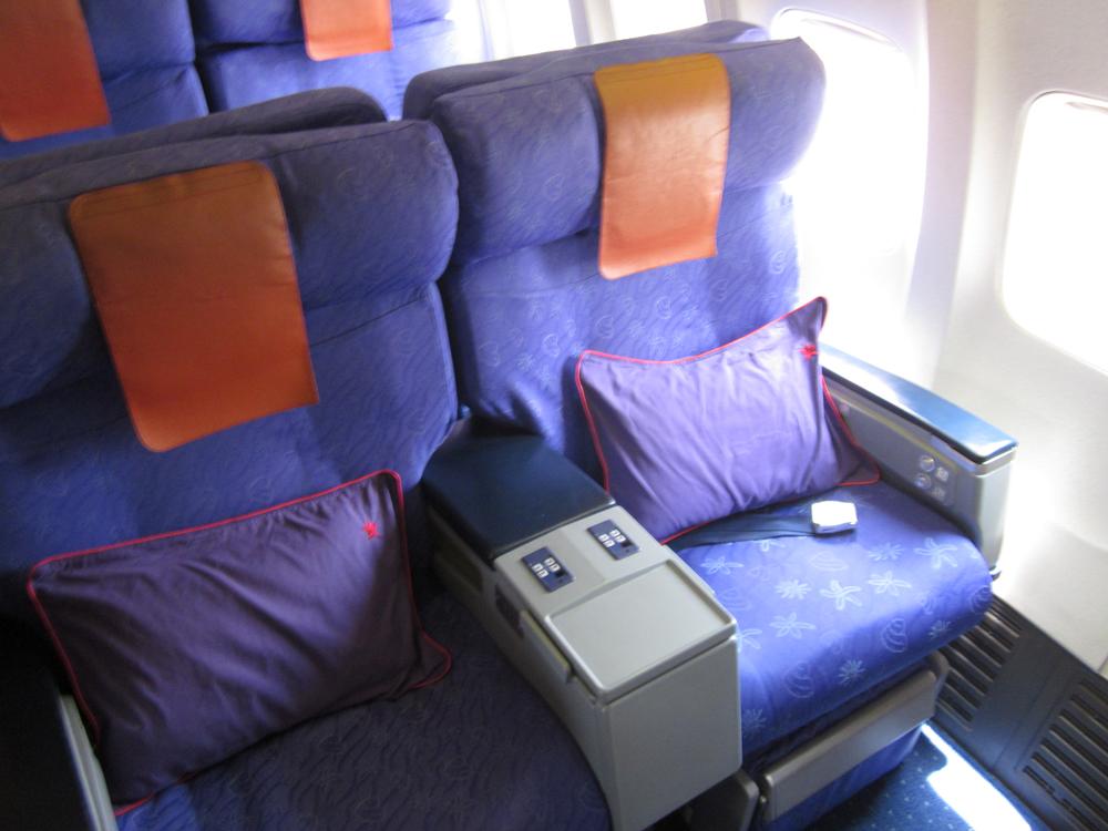 Бизнес-класс в Боинге-737-800 Гонконгских авиалиний