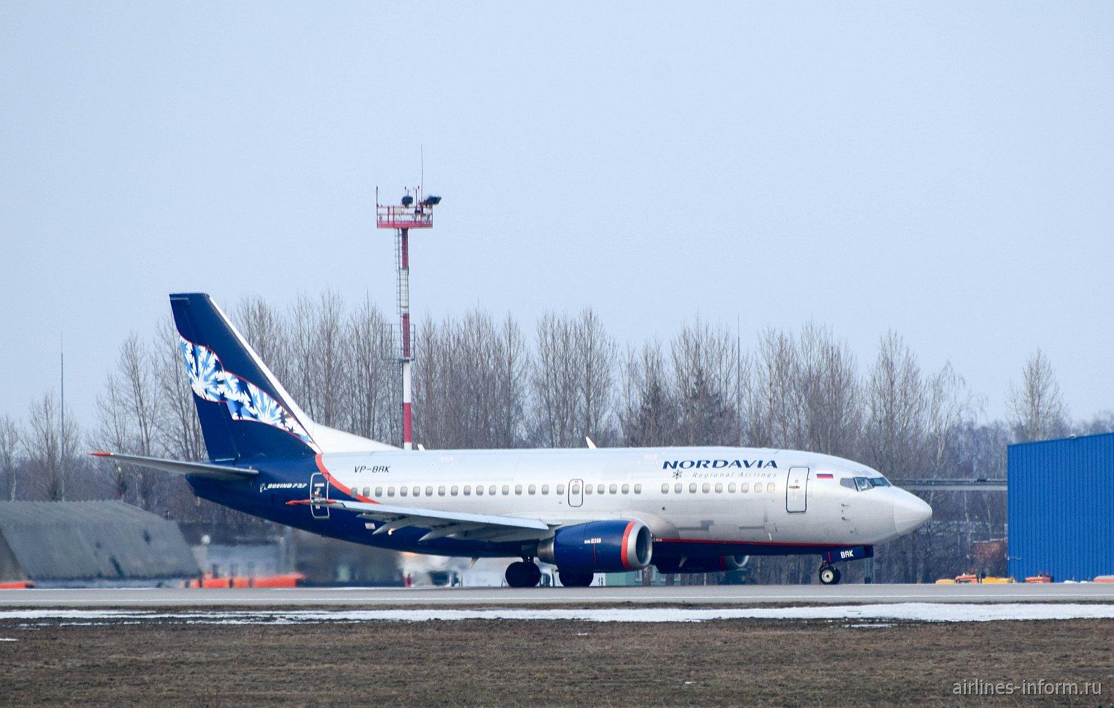 "Боинг-737-500 авиакомпании ""Нордавиа"" в аэропорту Домодедово"