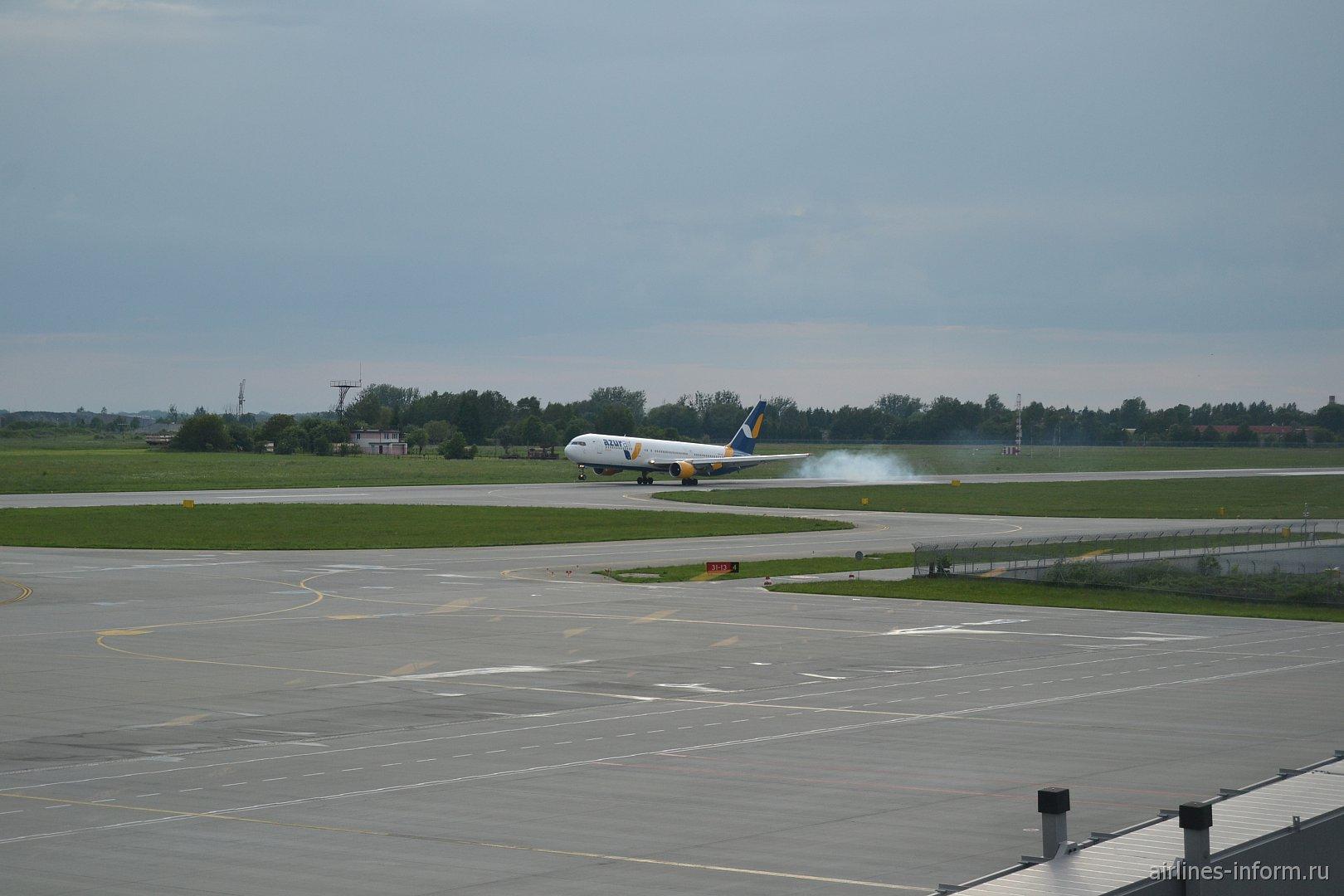 Продолжение сезона отпусков. Львов (LWO) - Анталья (AYT) с Azur Air Ukraine.
