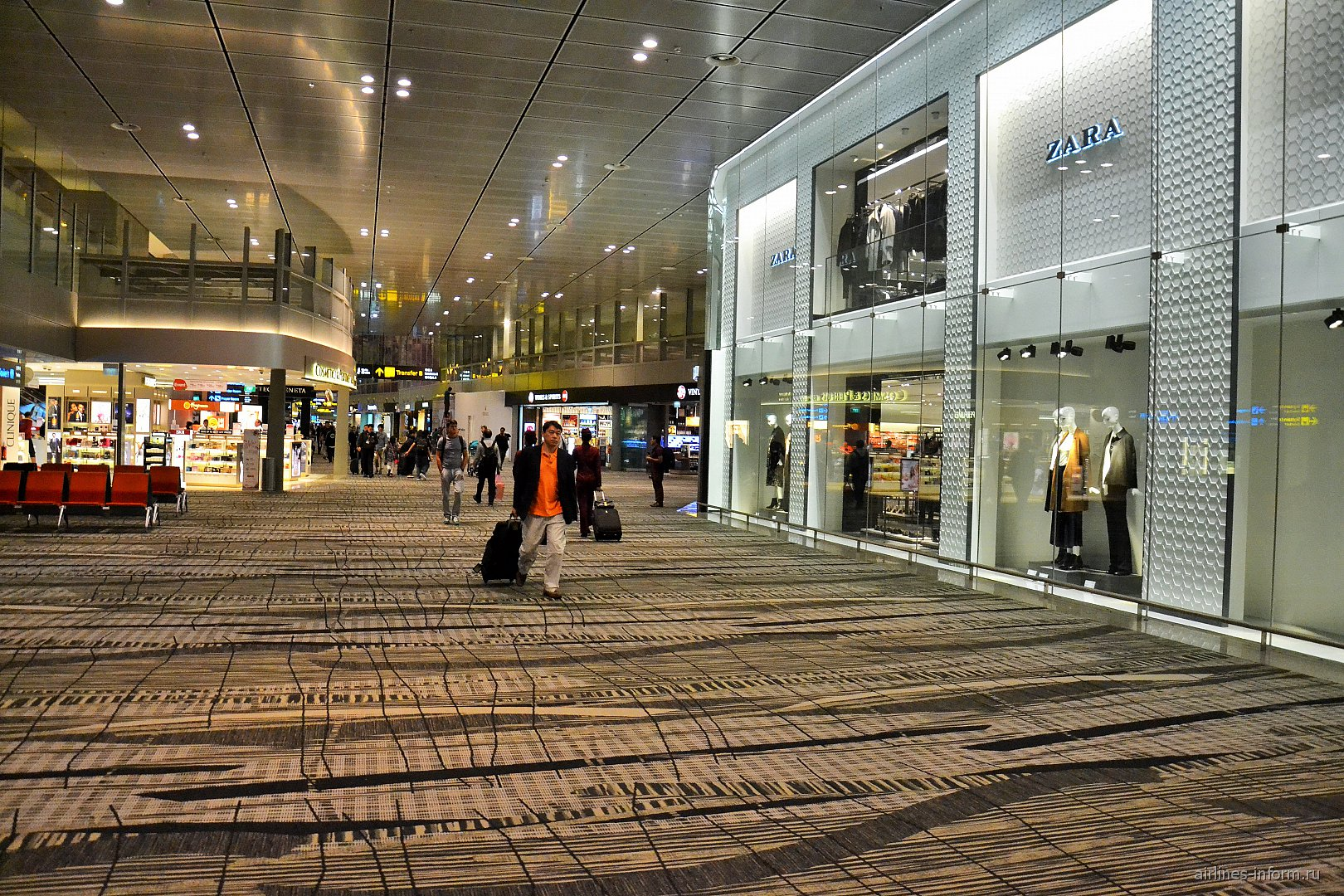 Галерея дьюти-фри в терминале 3 аэропорта Сингапур Чанги
