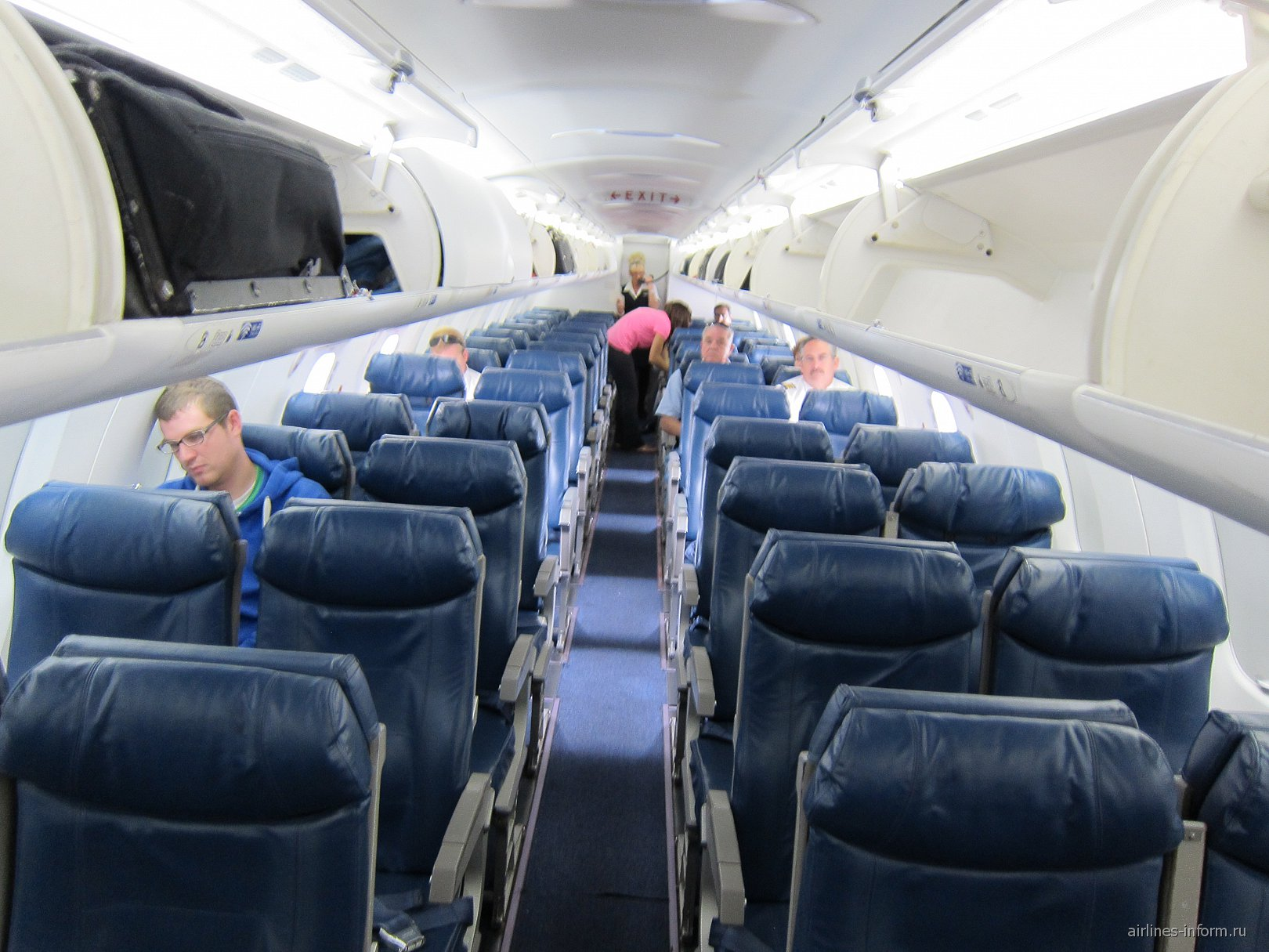 Салон самолета Самолет Bombardier CRJ900 региональной сети Delta Connection