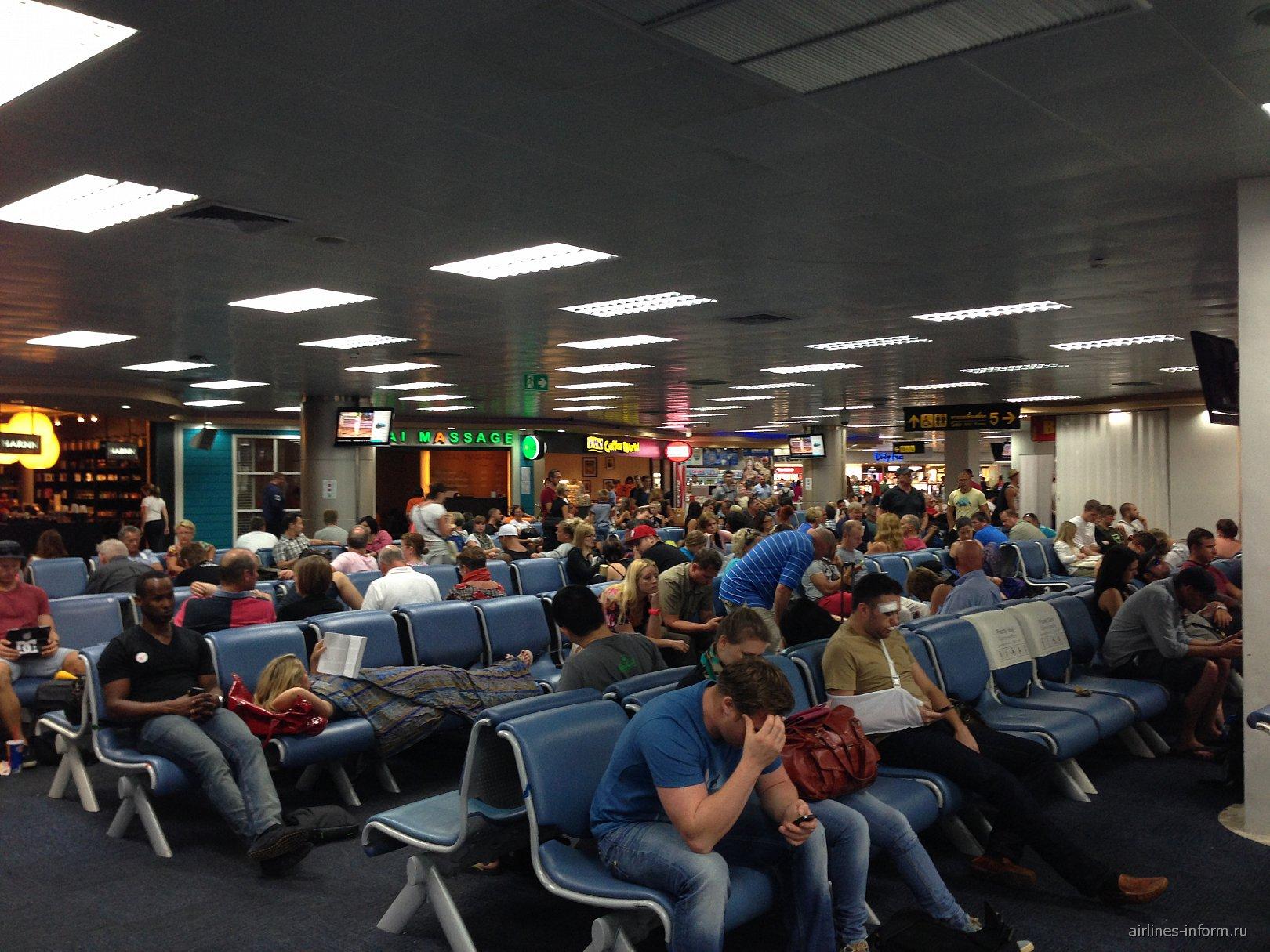 Зал ожидания в аэропорту Пхукет