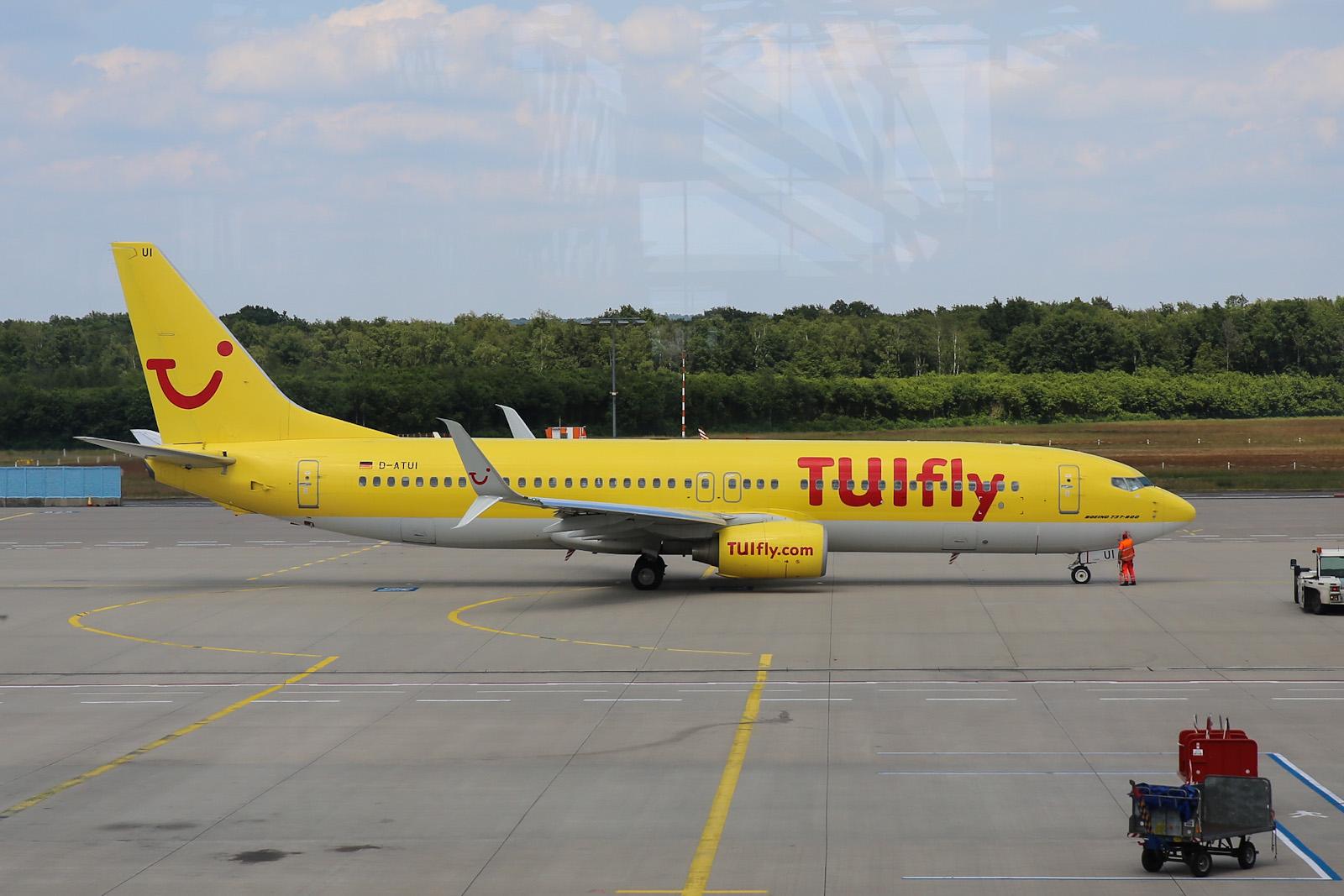Боинг-737-800 D-ATUI авиакомпании TUIfly в аэропорту Кёльн/Бонн