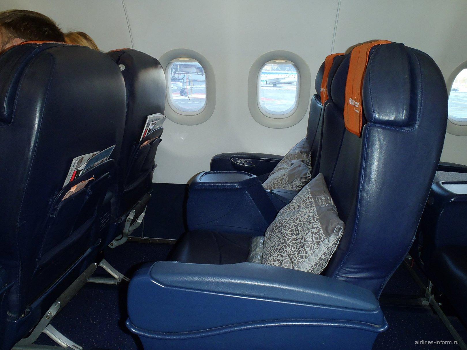 Пассажирские места бизнес-класса в самолете Airbus A321 Аэрофлота