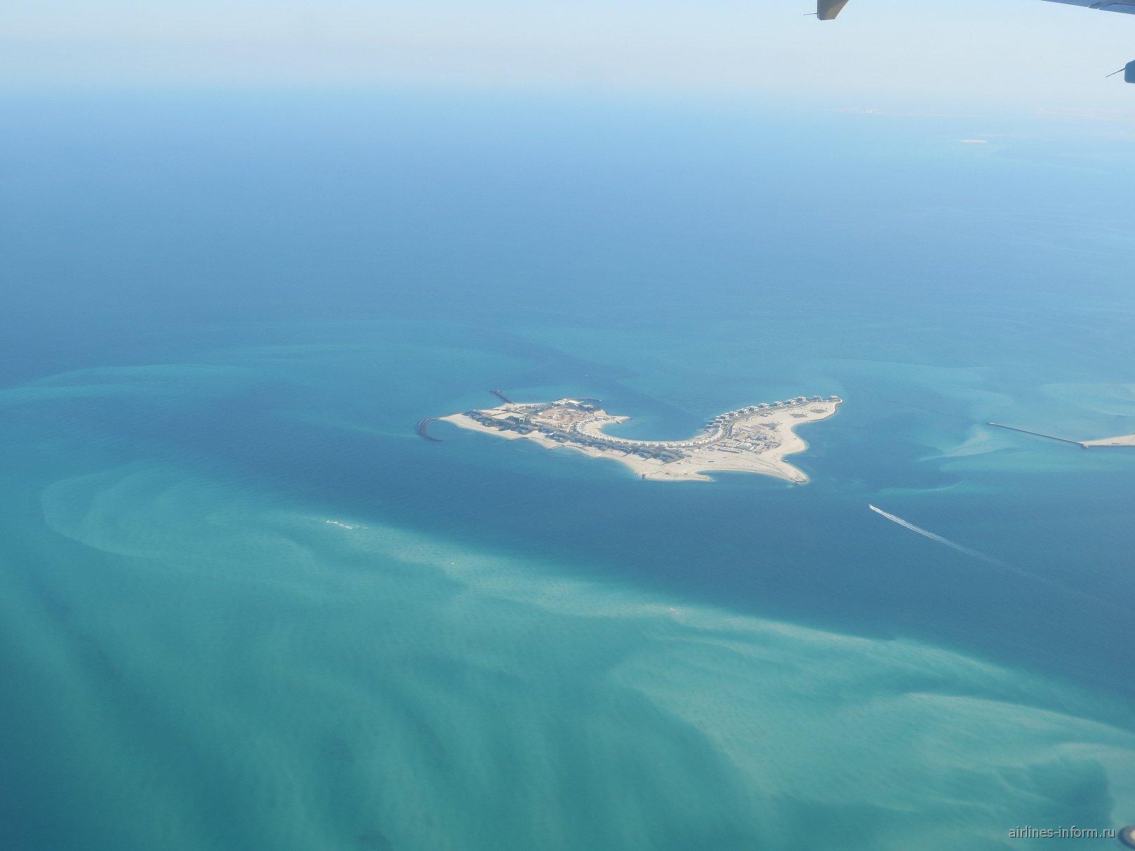 Остров в Персидском заливе перед посадкой в аэропорту Абу-Даби