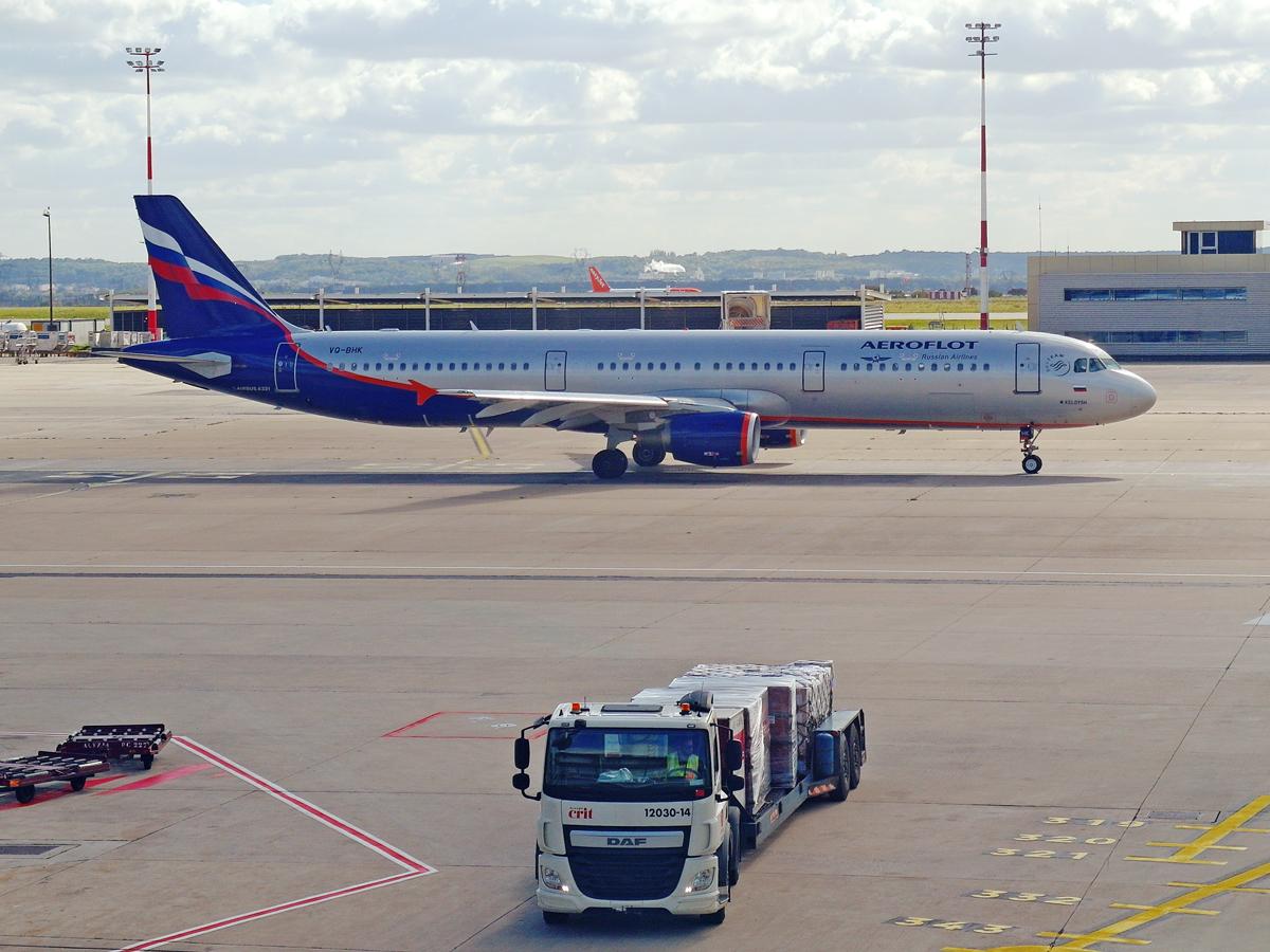 Airbus A321 Аэрофлота в аэропорту Париж Шарль-де-Голль