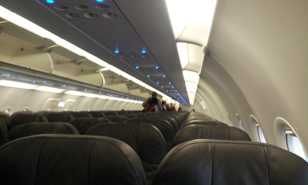 Салон самолета Airbus A320 авиакомпании Volaris
