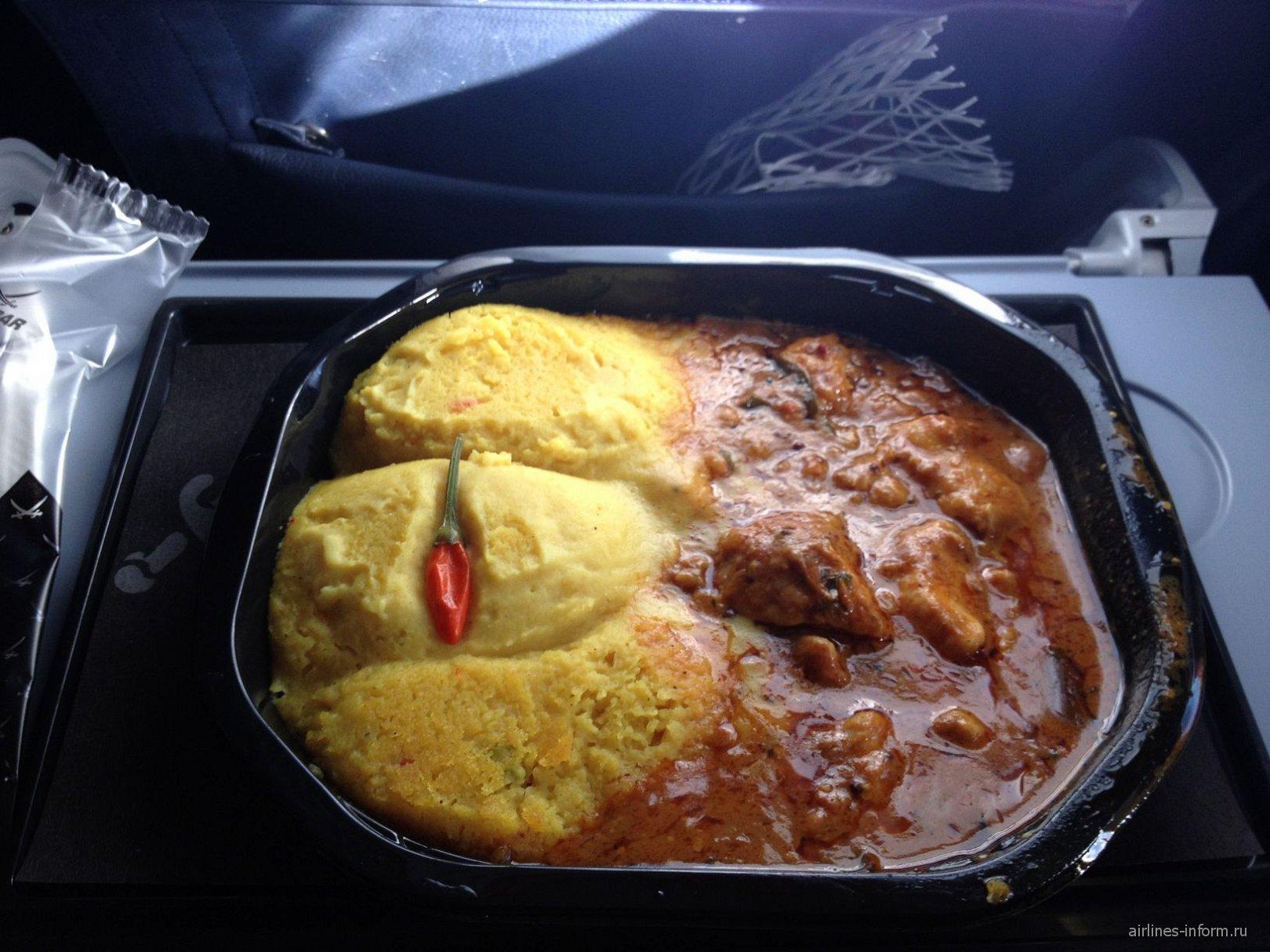 Платное питание на рейсе airberlin - картофельное пюре с курицей под соусом карри
