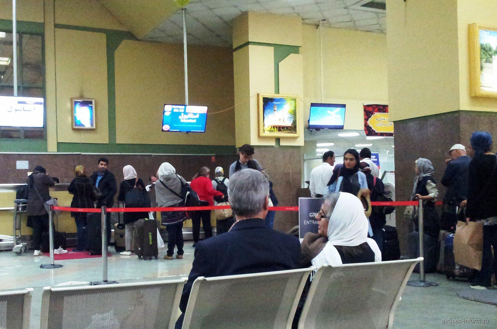 Стойки регистрации в аэропорту Шираз