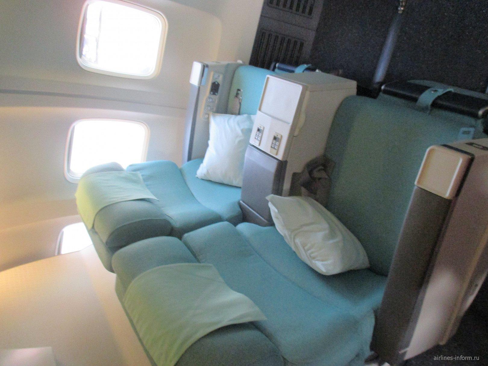 Места бизнес-класса в самолете Боинг-737-900 авиакомпании Korean Air