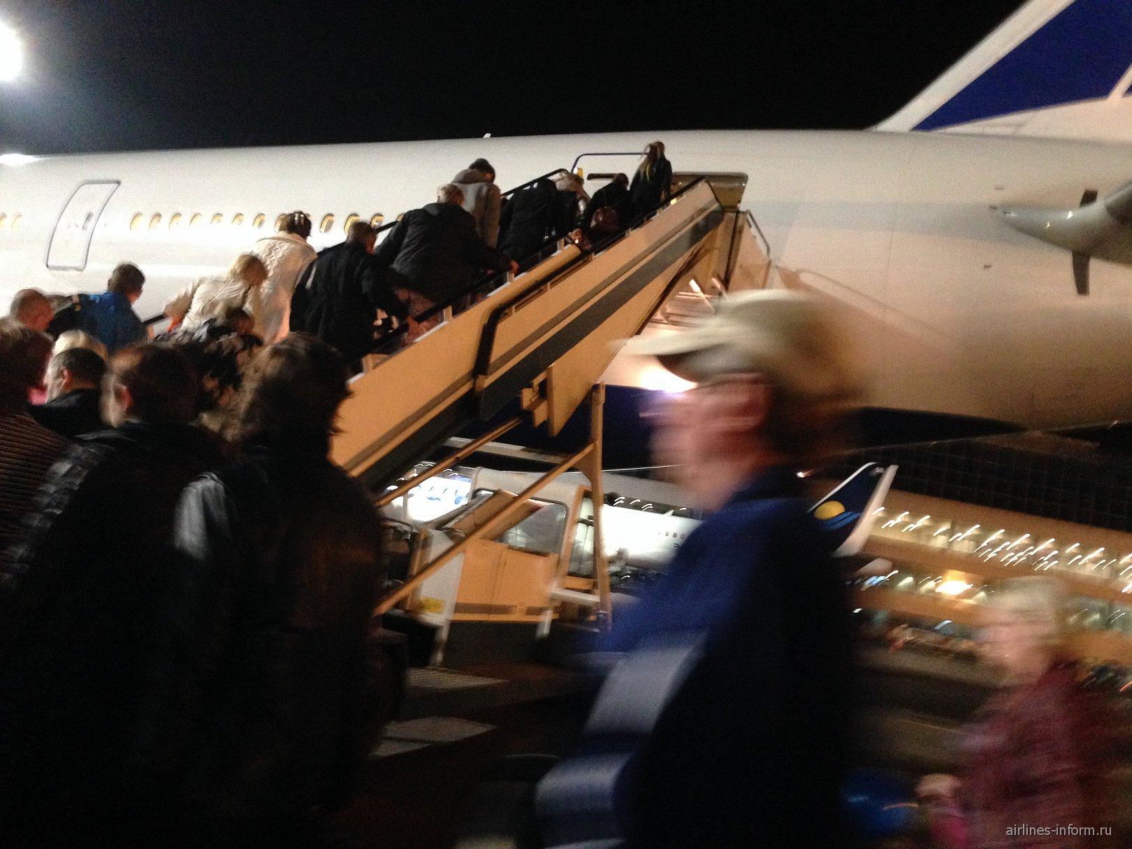 Посадка в самолет Боинг-777-200 Трансаэро