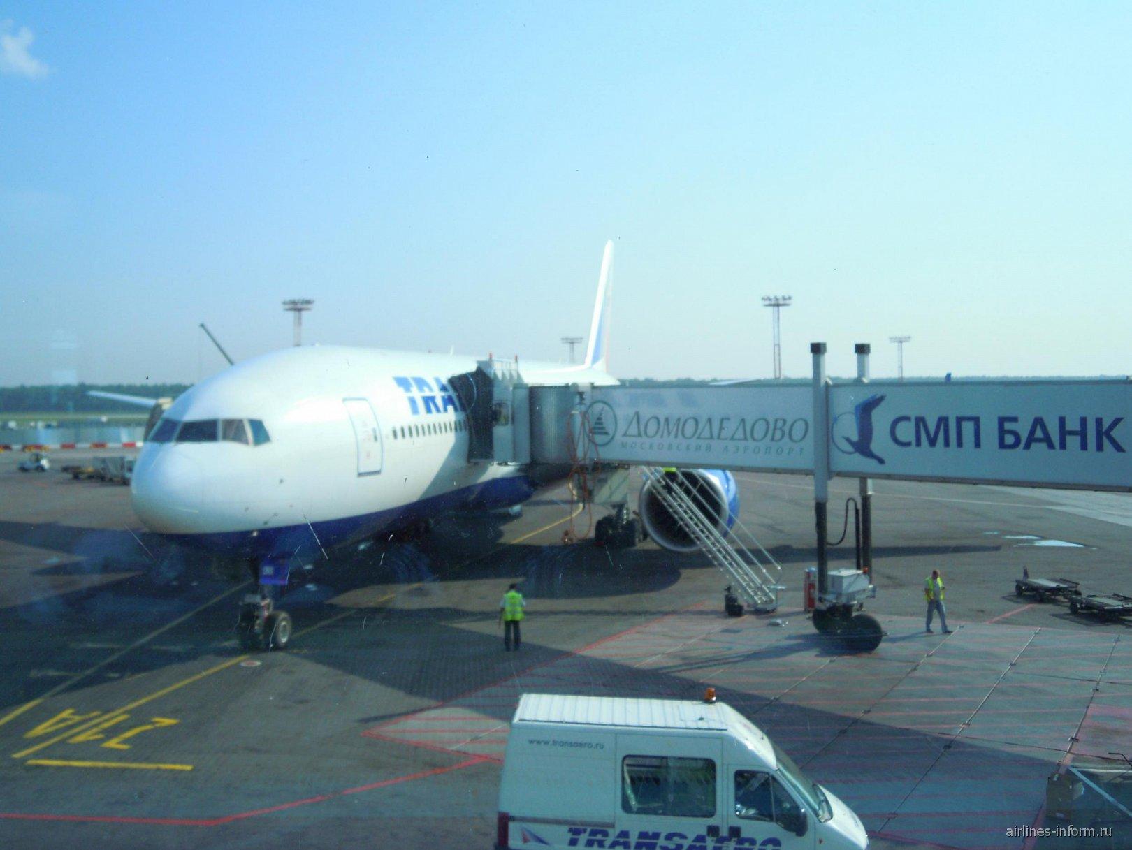 Боинг-777-200 авиакомпании Трансаэро в аэропорту Домодедово