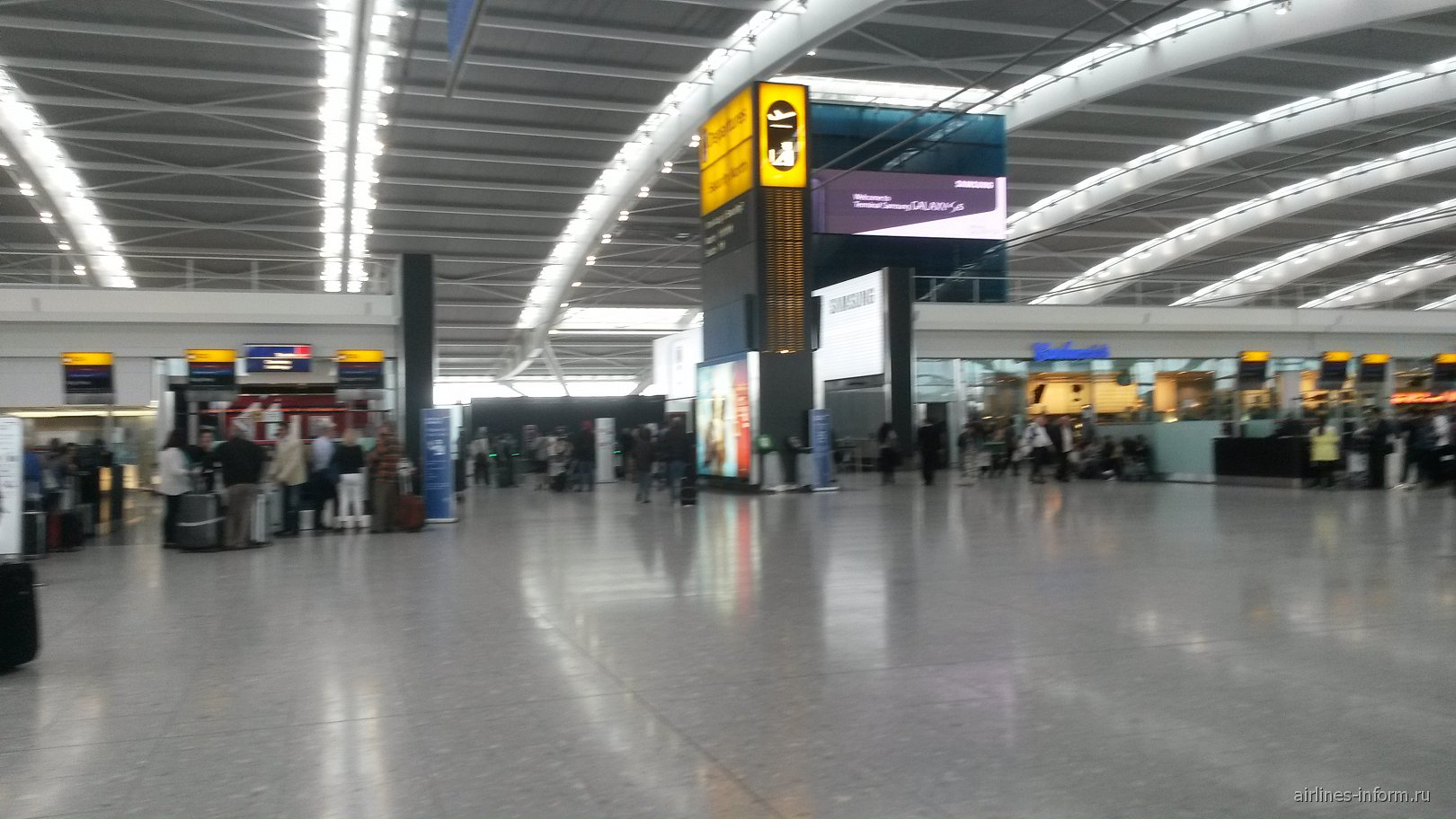 mgm4274 london heathrow airport London heathrow, lhr, is the busiest airport in the uk it looks after 72 million passengers every year and 80 airlines see information about lhr airport code, runway length, onward travel and much more.