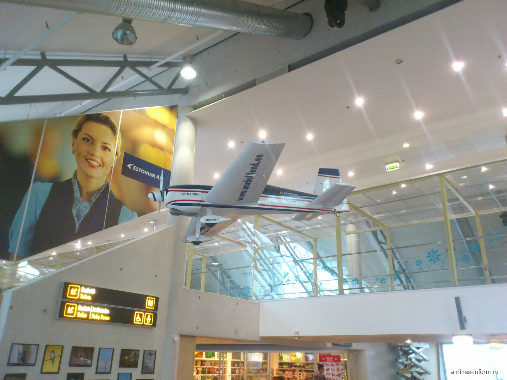 Макет самолета в аэропорту Таллинн
