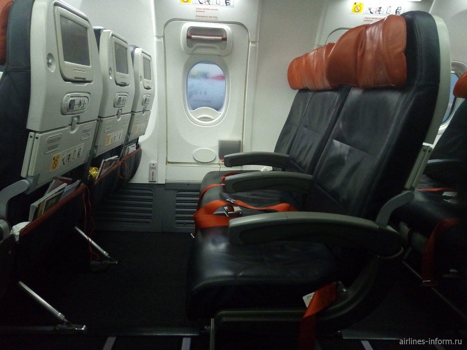 Пассажирские кресла в Боинге-737-900 Турецких авиалиний