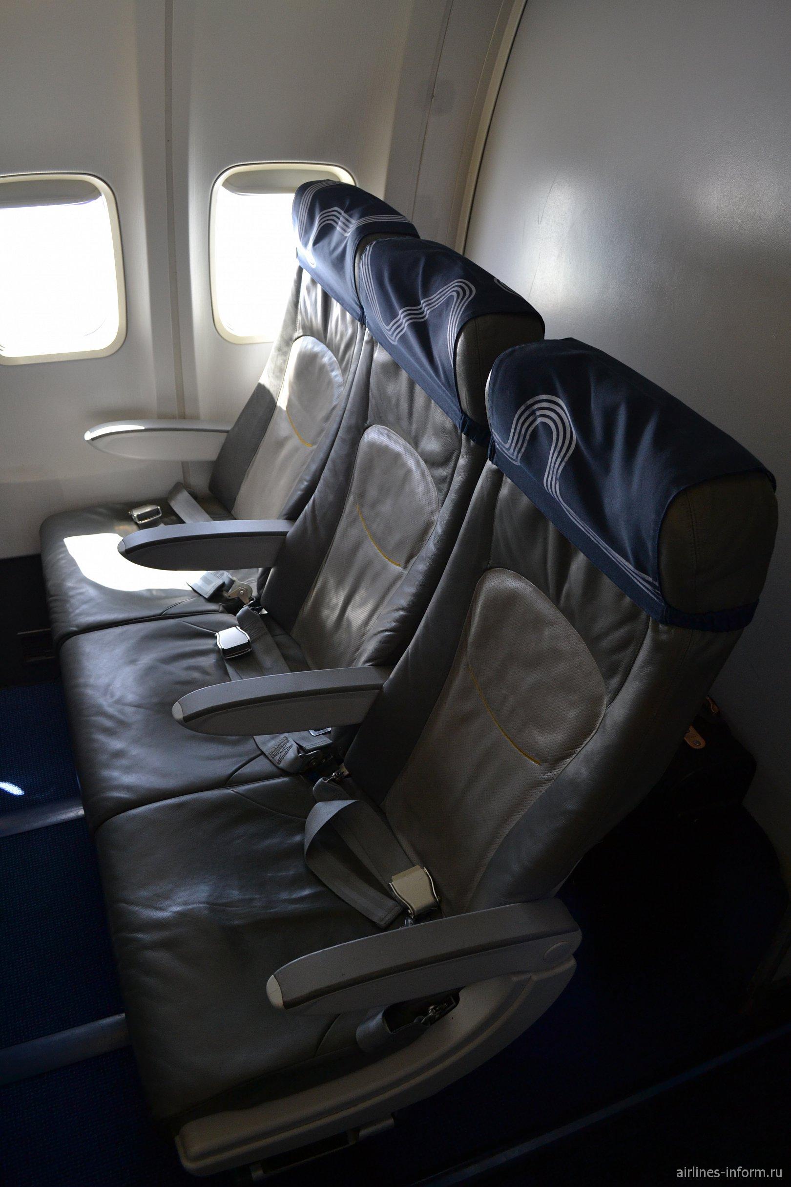 """Пассажирские кресла в самолете Боинг-737-500 авиакомпании """"Аврора"""""""