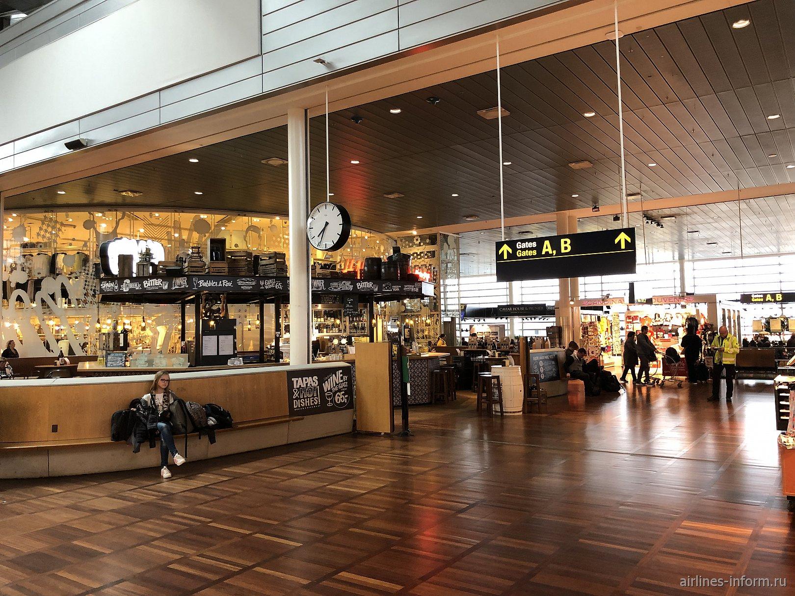 Кафе в чистой зоне терминала 2 аэропорта Копенгаген Каструп