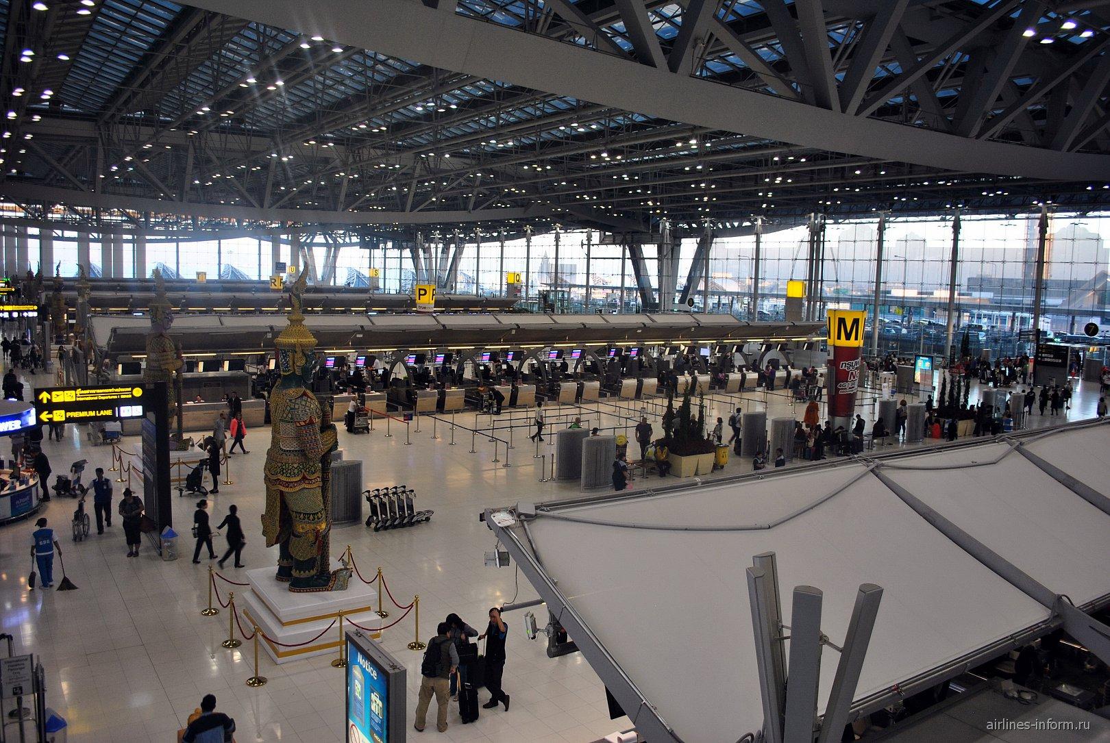 Зона регистрации в пассажирском терминале аэропорта Бангкок Суварнабуми