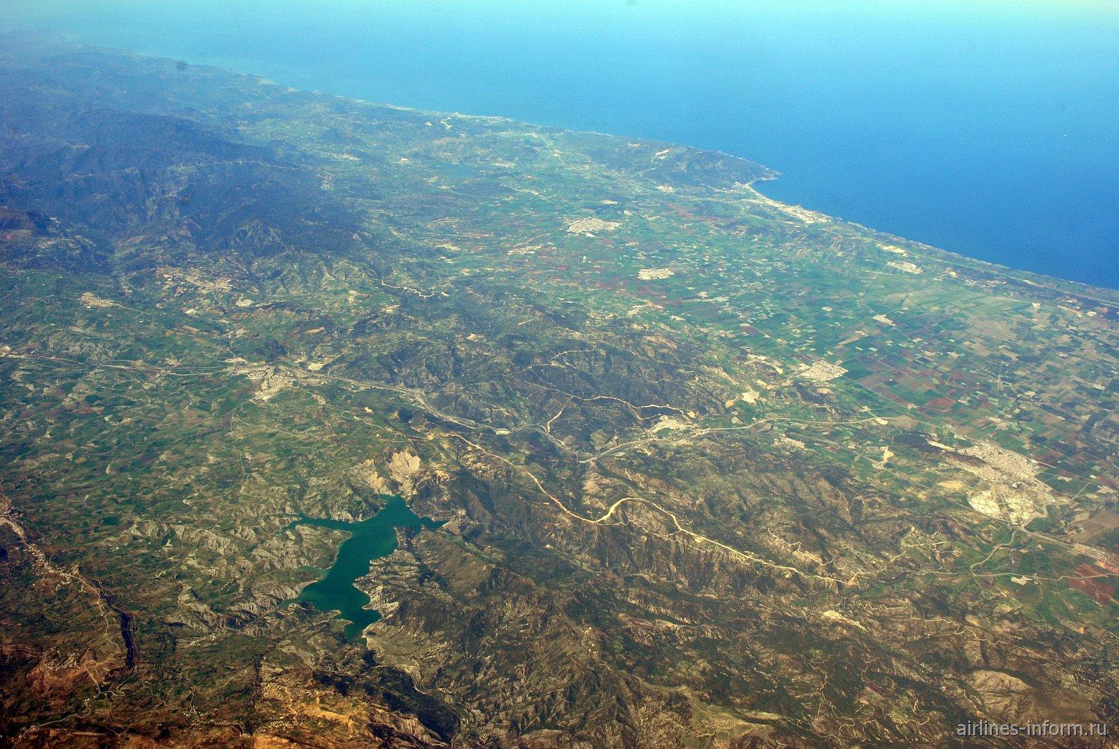 В небе над Алжиром. Водохранилище Барраж Буруми и побережье Средиземного моря.