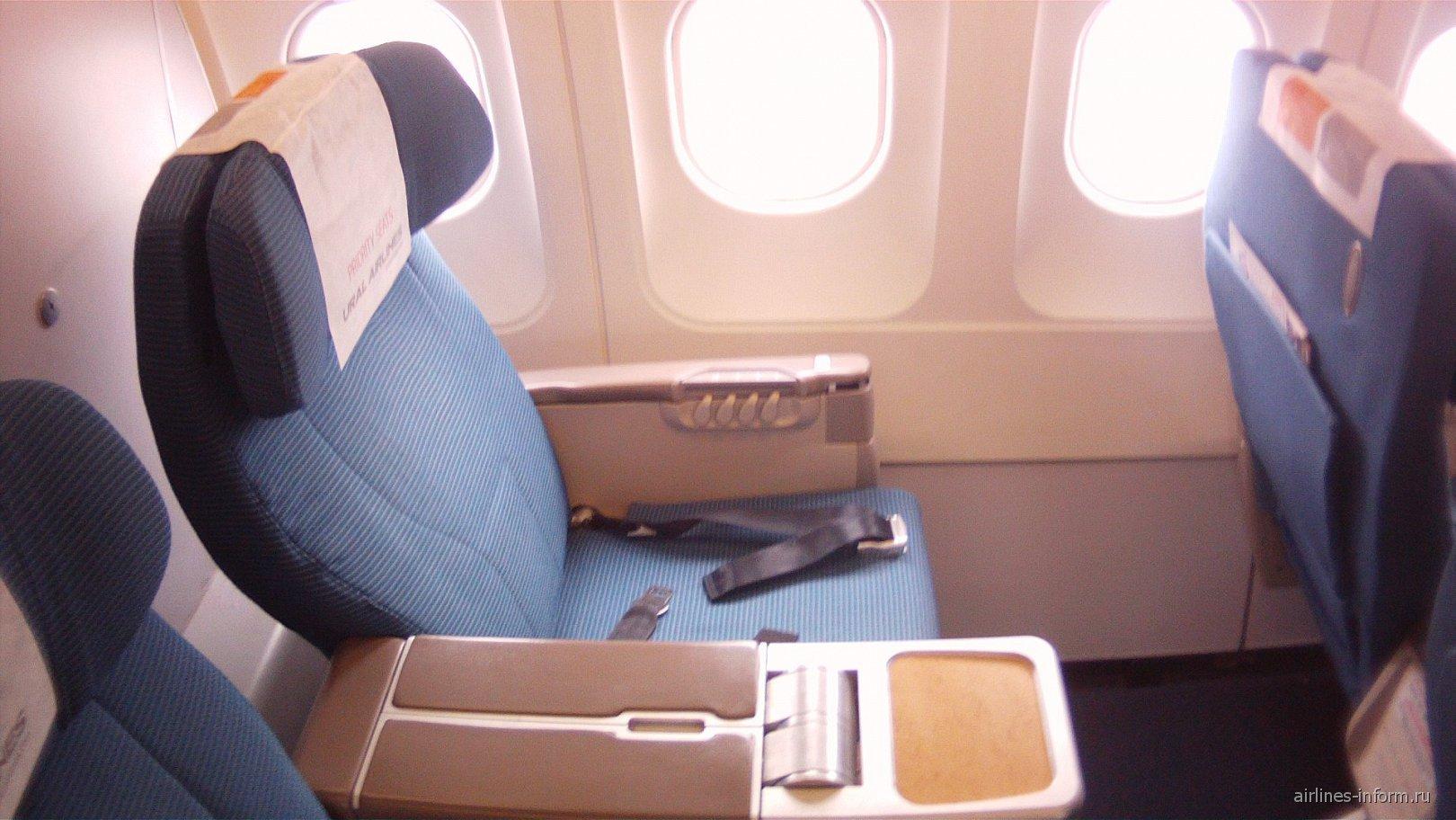 Место пассажира бизнес-класса в Airbus A319 Уральских авиалиний