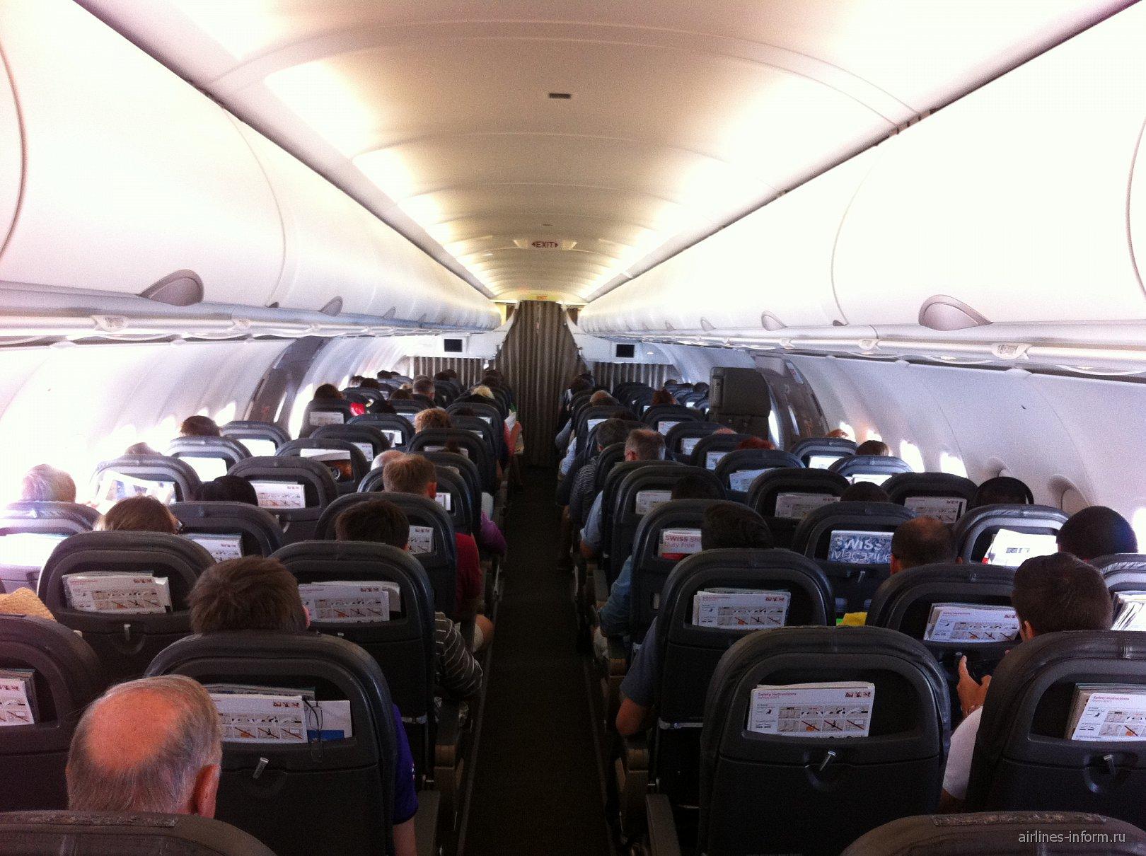 Салон самолета Airbus A321 авиакомпании SWISS