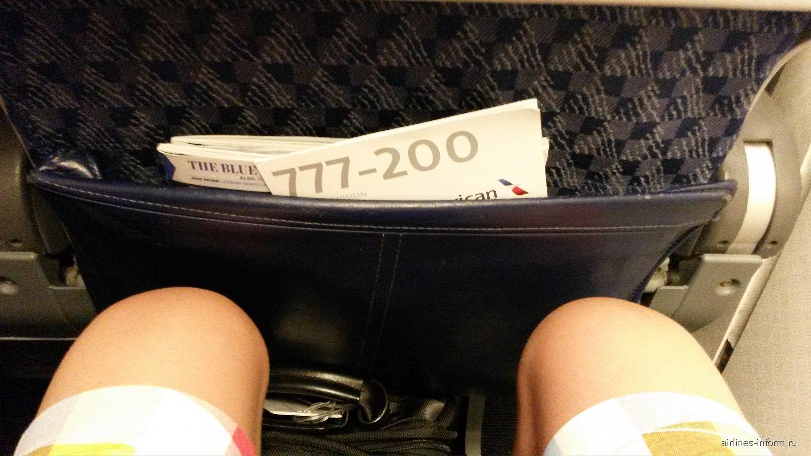 Салон самолета Боинг-777-200 авиакомпании American Airlines