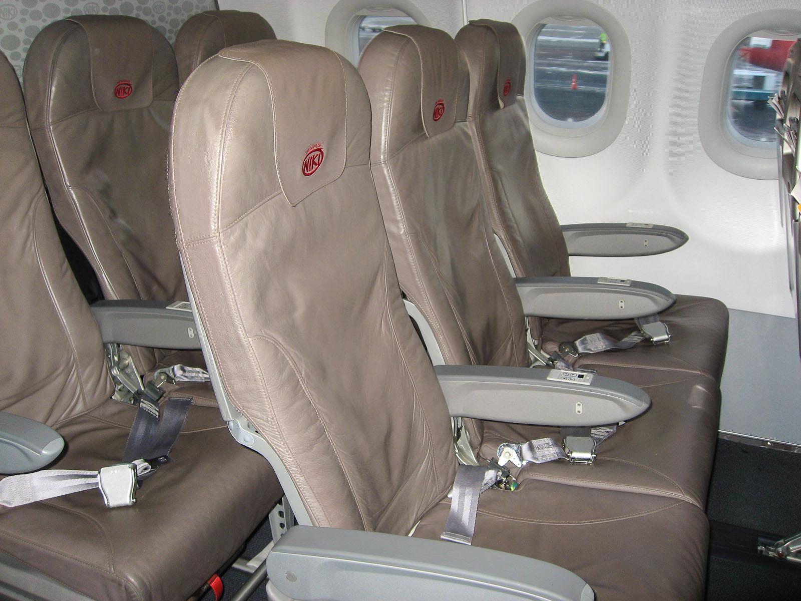 Кресла самолета Airbus A320 авиакомпании Niki
