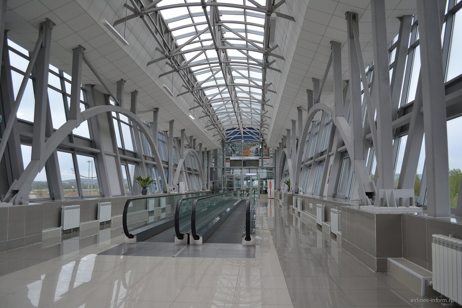 Переход из станции Аэроэкспресса в аэропорт Владивостока