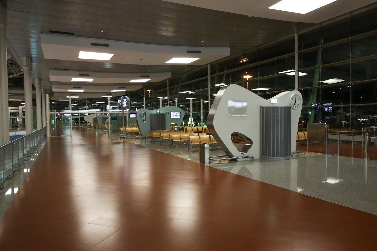 Залы ожидания в чистой зоне аэропорта Порту Франциско Корнейро