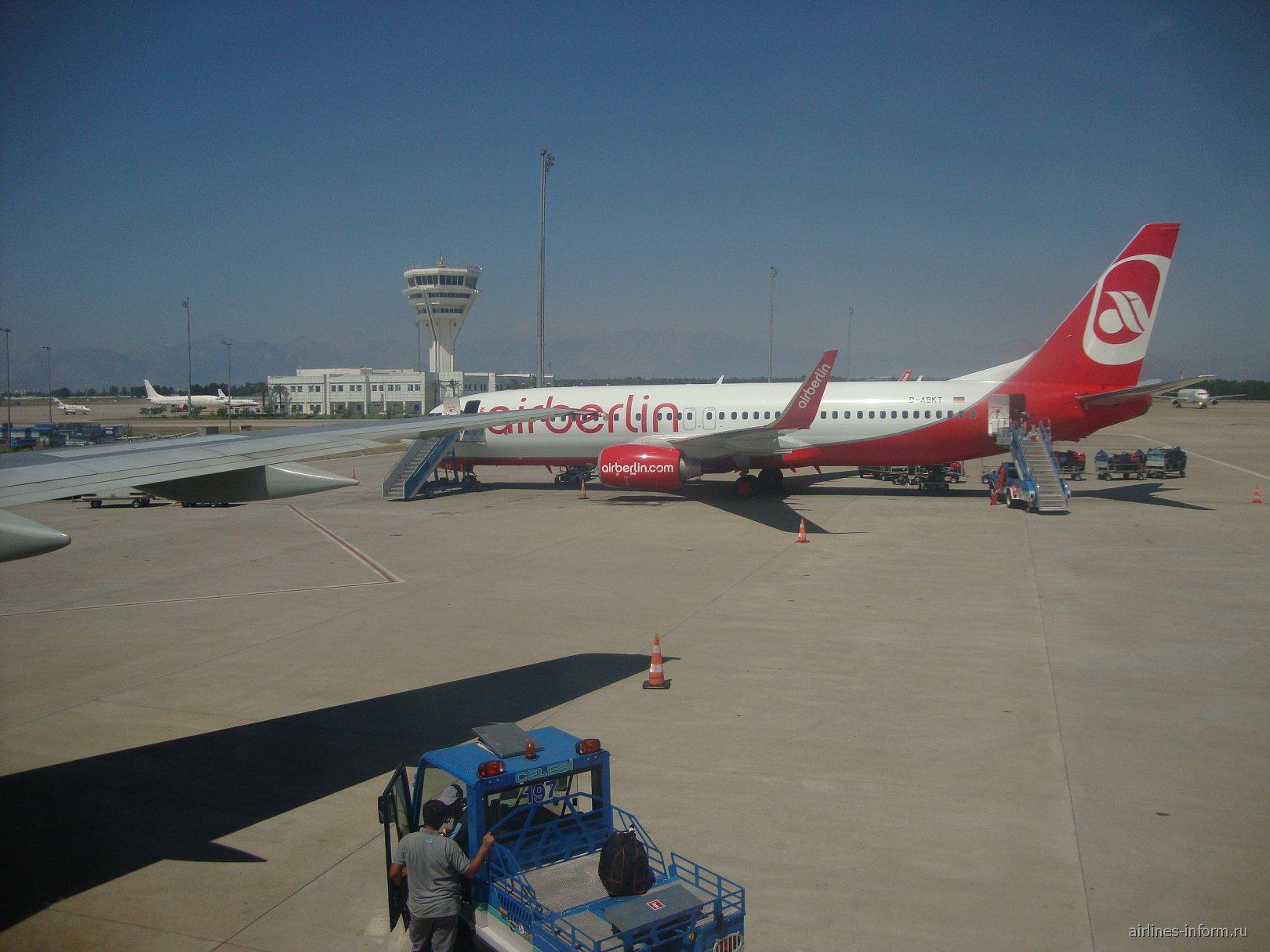 Боинг-737 Эйр Берлин в аэропорту Антальи