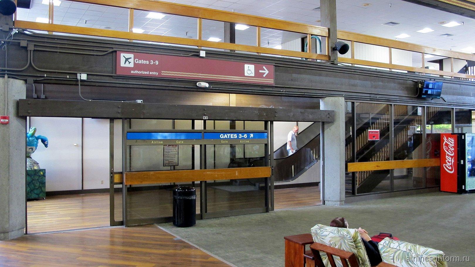 Вход в зону посадки на рейсы в аэропорту Хило